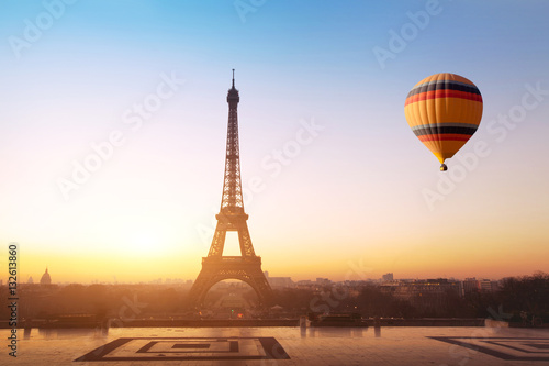 Poster Paris travel concept, beautiful view of hot air balloon flying near Eiffel tower in Paris, France, tourism in Europe