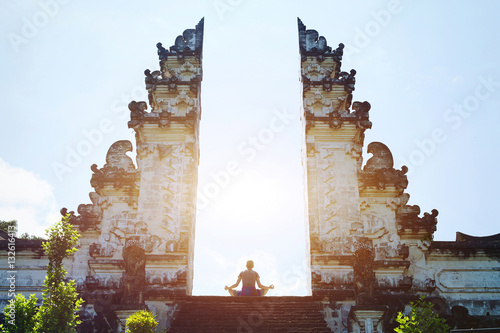 Montage in der Fensternische Bali yoga in Bali, meditation in the temple, spirituality and enlightenment