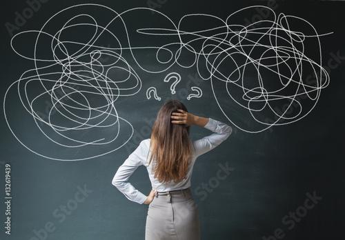 Fotomural  Businesswoman Mess on Blackboard