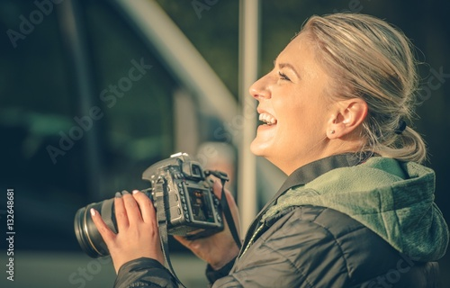 Photo  Happy Female Photographer