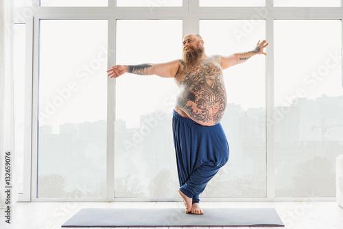 Staande foto School de yoga Man doing exercises on a yoga mat