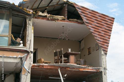 Plakat Zniszczony dom trzęsienia ziemi w Norcji