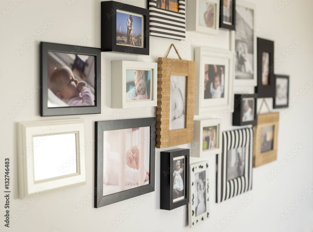 Fototapety, obrazy: photos of the family in various photo frames