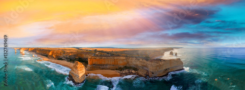 Fotomural Panoramic aerial view of Twelve Apostles coastline at sunset, Gr