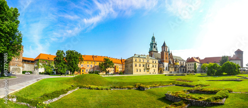 Poster Cracovie Panoramic view of Wawel Royal Castle complex in Krakow, Poland