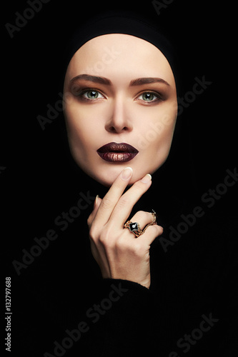 Fotobehang womenART beautiful woman,gold jewelry.female face like a mask. girl with make-up.fashion muslim style