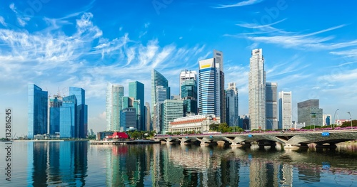 Tuinposter Singapore Singapore skyline over Marina Bay