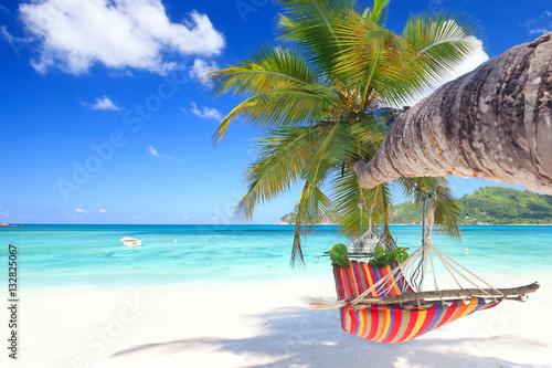 Deurstickers Tropical strand Urlaubsparadies auf den Seychellen, Hängematte am Strand
