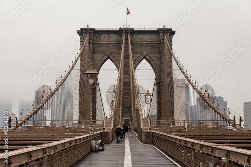 Foto op Plexiglas New York TAXI Views across the bridge walking the Brooklyn Bridge in New York