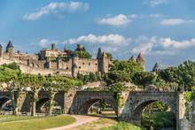 Carcassonne, Pont Sur L'Aude Et Cité Médiévale