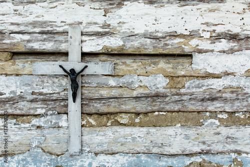 Krzyż na starej ścianie