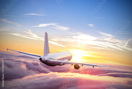 Poster Avion à Moteur Airplane flying above clouds in dramatic sunset