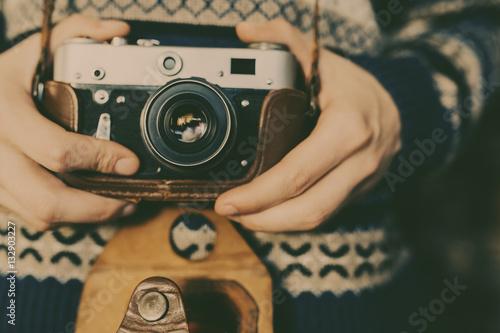 Fototapeta Man holding old retro camera in hands obraz na płótnie