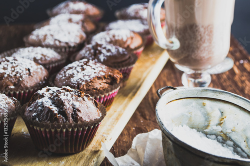 Spoed Foto op Canvas Chocolade Homemade muffins and drinks in cups