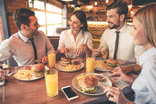 Fototapeta Business team resting in cafe obraz