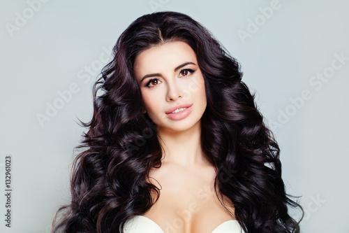 Foto op Plexiglas womenART Beautiful Woman Model with Long Shiny Wavy Hair and Perfect Skin