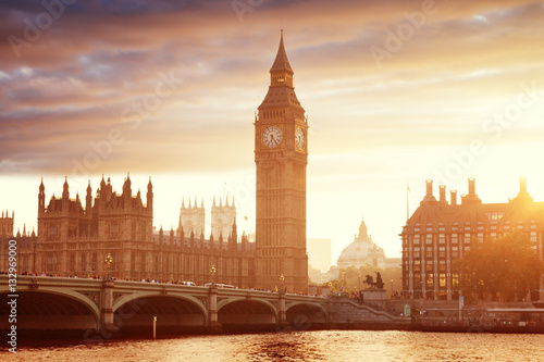 Photo Stands London Big Ben and Westminster at sunset, London, UK
