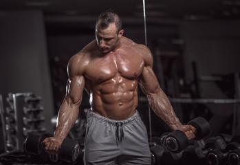 Fototapeta na wymiar Handsome muscular man in gym.