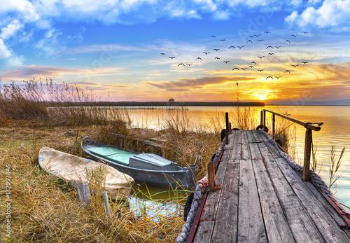 Piękne obrazy  pejzaz-jeziora-na-sciane-w-salonie