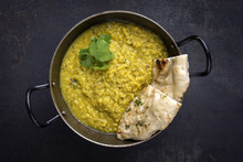 Indische Dal Suppe Mit Naan Brot In Schale