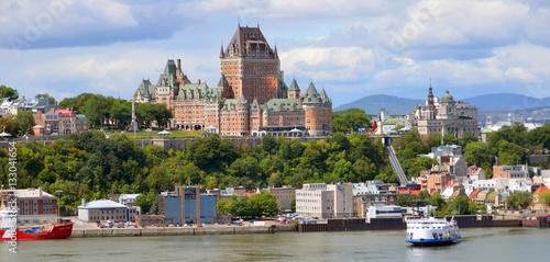Naklejka premium QUEBEC CITY, KANADA - 27 sierpnia: Od Levis Chateau Frontenac w starym Quebecu, skarb światowego dziedzictwa UNESCO w dniu 27 sierpnia 2014 w mieście Quebec w Kanadzie