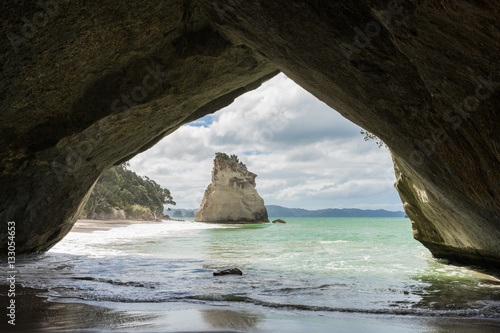 Montage in der Fensternische Cathedral Cove Cathedral Cove, North Island, New Zealand
