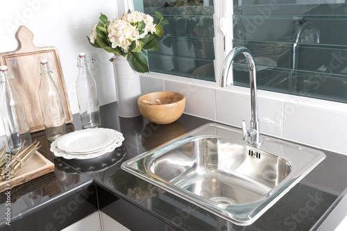 Fotografía  kitchen sink at home