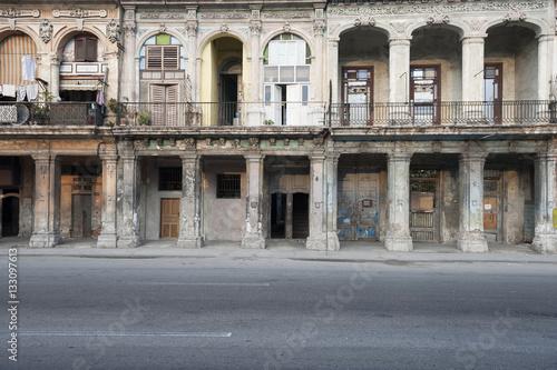 Foto op Plexiglas Caraïben Dilapidated architecture of the Malecon in Havana, Cuba