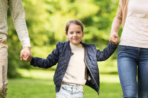 Photo happy family walking in summer park