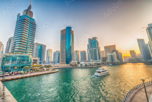 Photo  Dubai Marina buildings along artificial canal