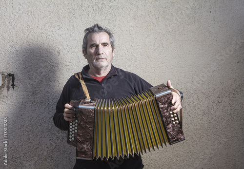 Fotografia, Obraz  man playing accordion in the street