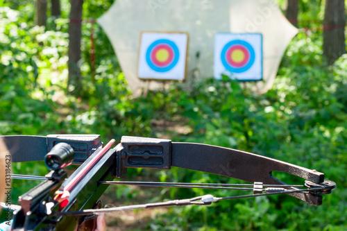 Valokuva Woman aiming crossbow at target