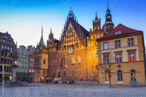 Zdjęcie XXL Architektura rynku we Wrocławiu o zmierzchu, Polska.