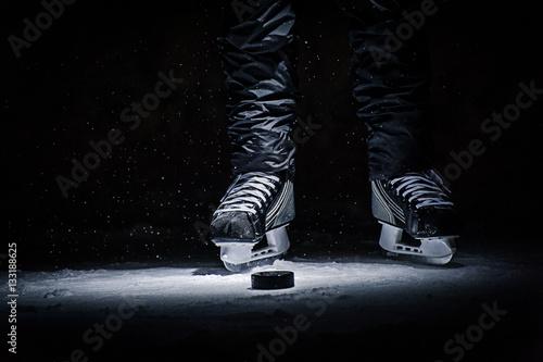 Plakat Kij hokejowy i krążek na lodowisku