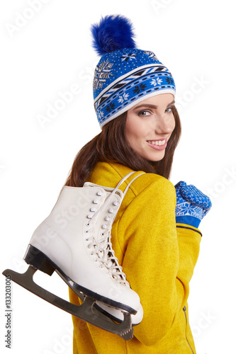 Photo  Pretty woman ice skating winter sport activity in white cap smil