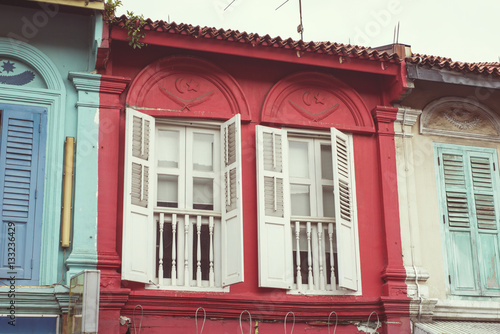 Photo  house with white shutters
