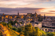 canvas print picture - Historisches Stadtzentrum von Edinburgh bei Sonnenuntergang
