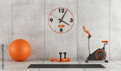 Fotografia  Concrete room with gym equipment