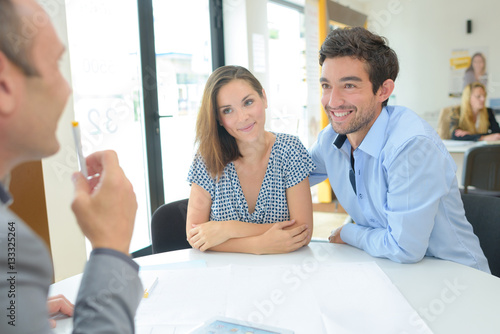 Fotografia  Young couple with property developer