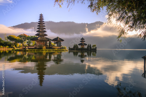 Foto op Aluminium Bali View of mountain, lake and a temple in Bali Indonesia