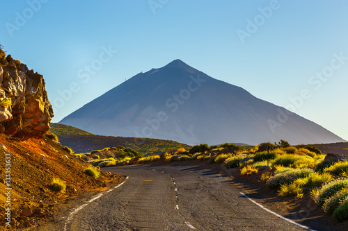 Montage in der Fensternische Kanarische Inseln Road to El Teide Volcano at sunset in Tenerife, Canary island, Spain