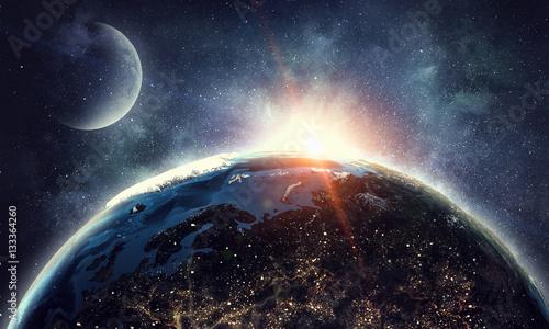 Nasz wyjątkowy wszechświat. Różne środki przekazu