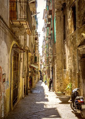 Foto auf AluDibond Neapel Narrow street in old town of Naples city in Italy