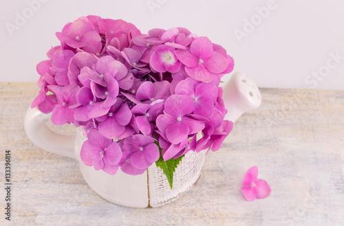Bunch Of Hortensia Pink Flowers In A Vase Kaufen Sie Dieses Foto