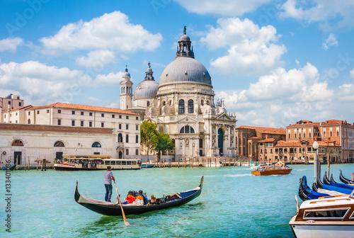 Stickers pour porte Venise Gondola on Canal Grande with Basilica di Santa Maria della Salute, Venice, Italy