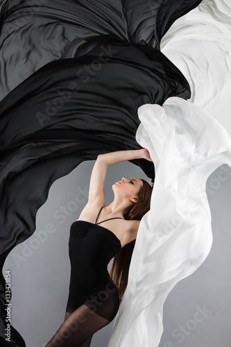 beautiful young girl dancing Obraz na płótnie