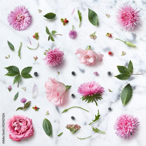 bezszwowy-tapeta-wzor-rozowi-kwiaty