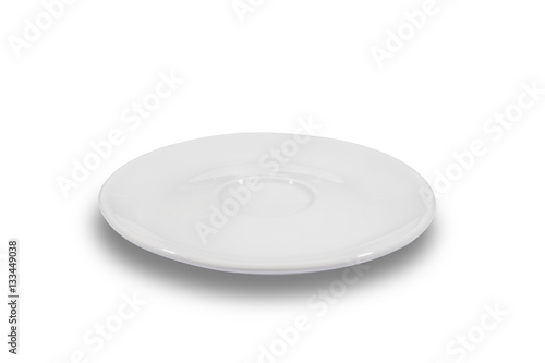 Foto Flat white shallow porcelain saucer on white background from side