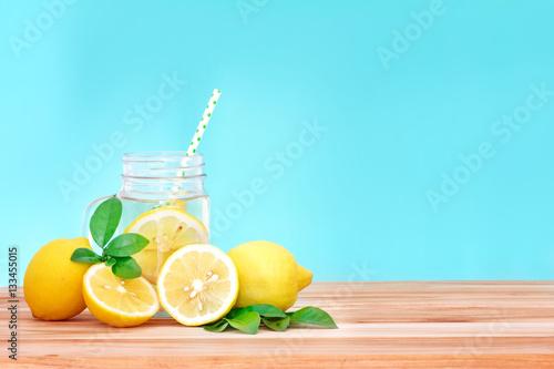 Fotografia Citrus lemonade water with lemon sliced , healthy and detox