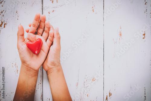Fotografia  hands in shape of love heart